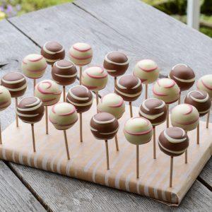 Cakepopsi: vanilijevi z bučnimi semeni in belo čokolado z bučnim oljem (15 kom)